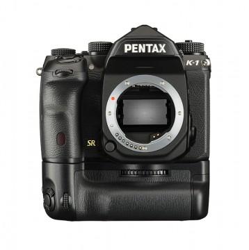 Фотокамера Pentax K-1 с батблоком D-BG6
